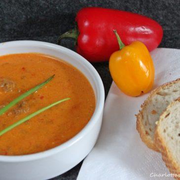Ajvarsuppe (darf auf Partys nicht fehlen)