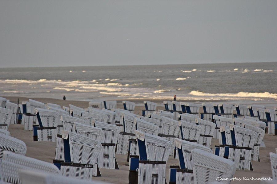 Strand-Sylt-Westerland-Sonnenaufgang-Strandkorb