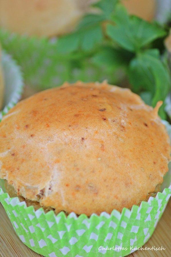 Mediterrane Muffinbrötichen, Backen, Rezept, Brötchen, Muffins, Grillbeilage, Pesto Rosso, BBQUE, herzhafter Muffin