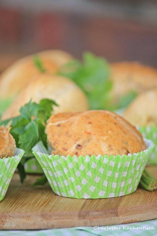 Backen, Rezept, Brötchen, Muffins, Grillbeilage, Pesto Rosso, BBQUE, herzhafter Muffin, Mediterrane Muffinbrötichen