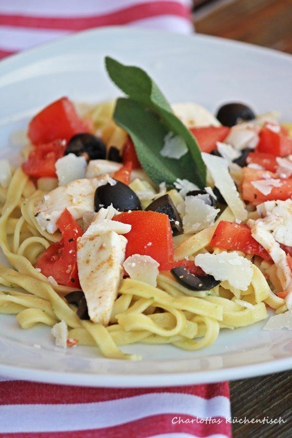 Pasta, Salbei, Salbeibutter, Nudeln, Tomate, Olive, Mozzarella, Pasta mit Salbeibutter