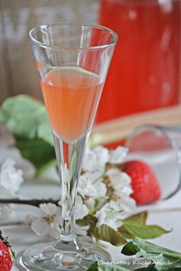 Rhabarber-Erdbeer-Likör, Likör, Erdbeeren, Rhabarber, Rezept, selbstgemachter Likör, Geschenk aus der Küche