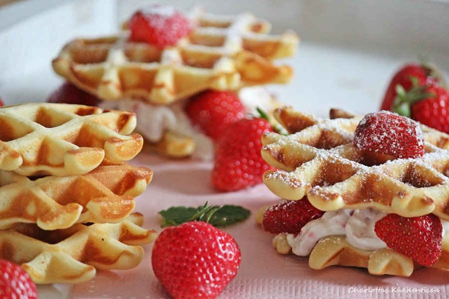 Waffeln, Erdbeeren, Joghurt, Waffelburger, Backen, Rezept, Mascarpone, Sahne, Mascarponefüllung