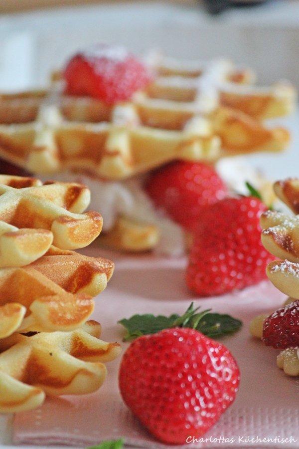 Joghurt-Waffel-Burger, Waffeln, Erdbeeren, Joghurt, Waffelburger, Backen, Rezept, Mascarpone, Sahne, Mascarponefüllung