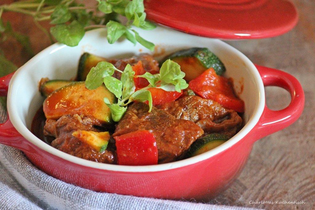Ungarisch Gulasch, Kochen, Rezept, lecker, Gulaschtopf Ungarische Art,