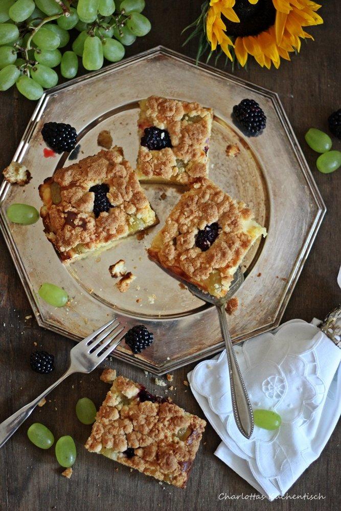 Käsestreuselkuchen mit Weintrauben und Brombeeren, Streuselkuchen, Backen, Rezept,