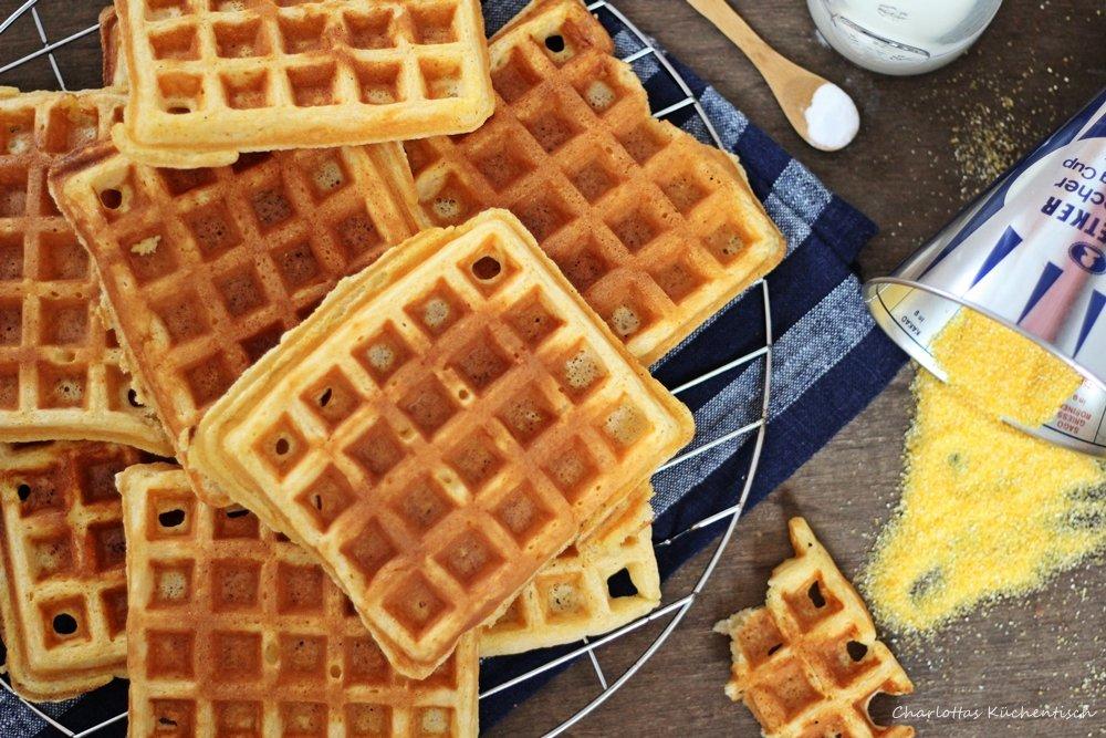 Cornmeal Buttermilk Waffles, Maismehl-Buttermilch-Waffeln, Waffeln, Frühstückswaffeln, Backen, Wanderbackbuch, amerikanische Waffeln