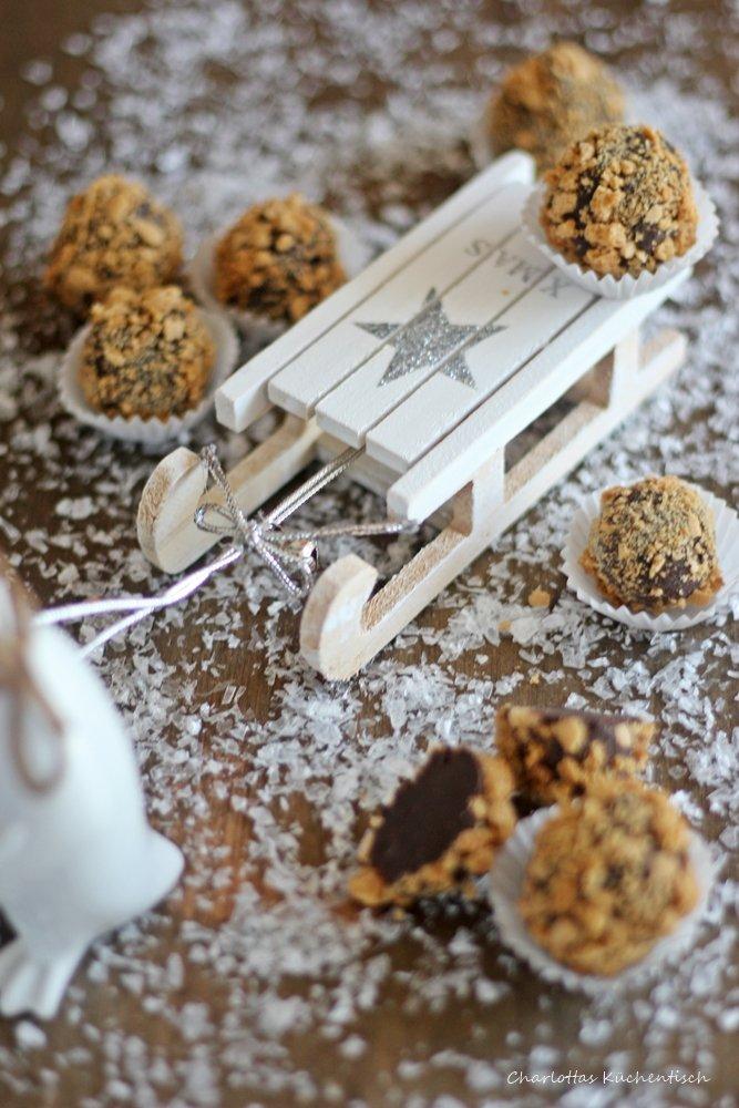 Amarettokugeln, Pralinen, Geschenke aus der Küche, selbstgemachte Pralinen, Amaretto, Amarettini, Blogevent