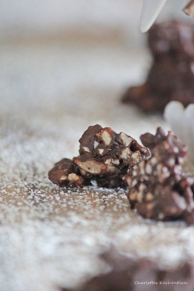 Schokoladencrunchies, crunchen, Schokolade, selbstgemachte Pralinen, Geschenke aus der Küche, Schokocrossies