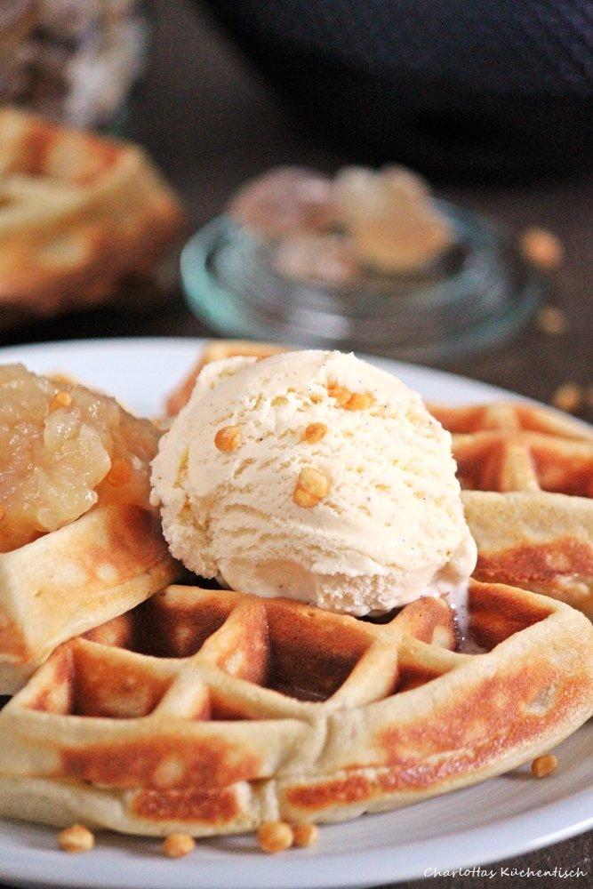 Apfel-Cashew-Waffeln, Waffeln, Buttermilchwaffeln, Waffles, Kitchenaid Waffeleisen, Rezept
