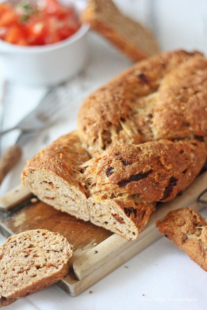 Brotzopf, Brot, Quark-Öl-Teig, selbstgebackenes Brot, Tomate, Tomatenbrot, Rezept, Backen,