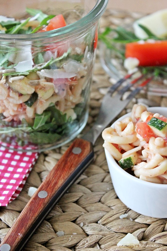 Nudelsalat, to go, Salat, Mittagssnack, Partyfood, leichte Küche, Salat
