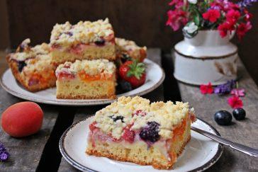 Schmand Streuselkuchen, Streuselkuchen, Erdbeeren, Blaubeeren, Aprikosen, Schmandkuchen, Backen, Rezept