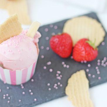 Erdbeer Buttermilch Eis, Erdbeereis, Eis, Dessert, Ice, Nachspeise, Naschtisch, Erdbeeren