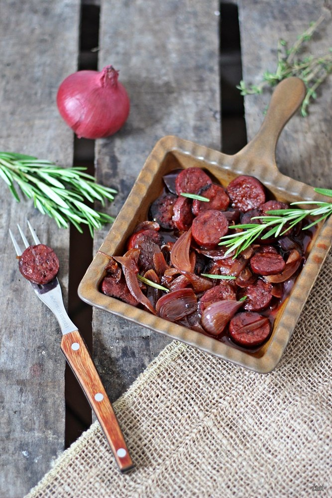 Länderküche, Spanien, Chorizo, Zwiebeln, Rotwein, Sherry, Tapas, Rezept, Chorizo in Rotwein