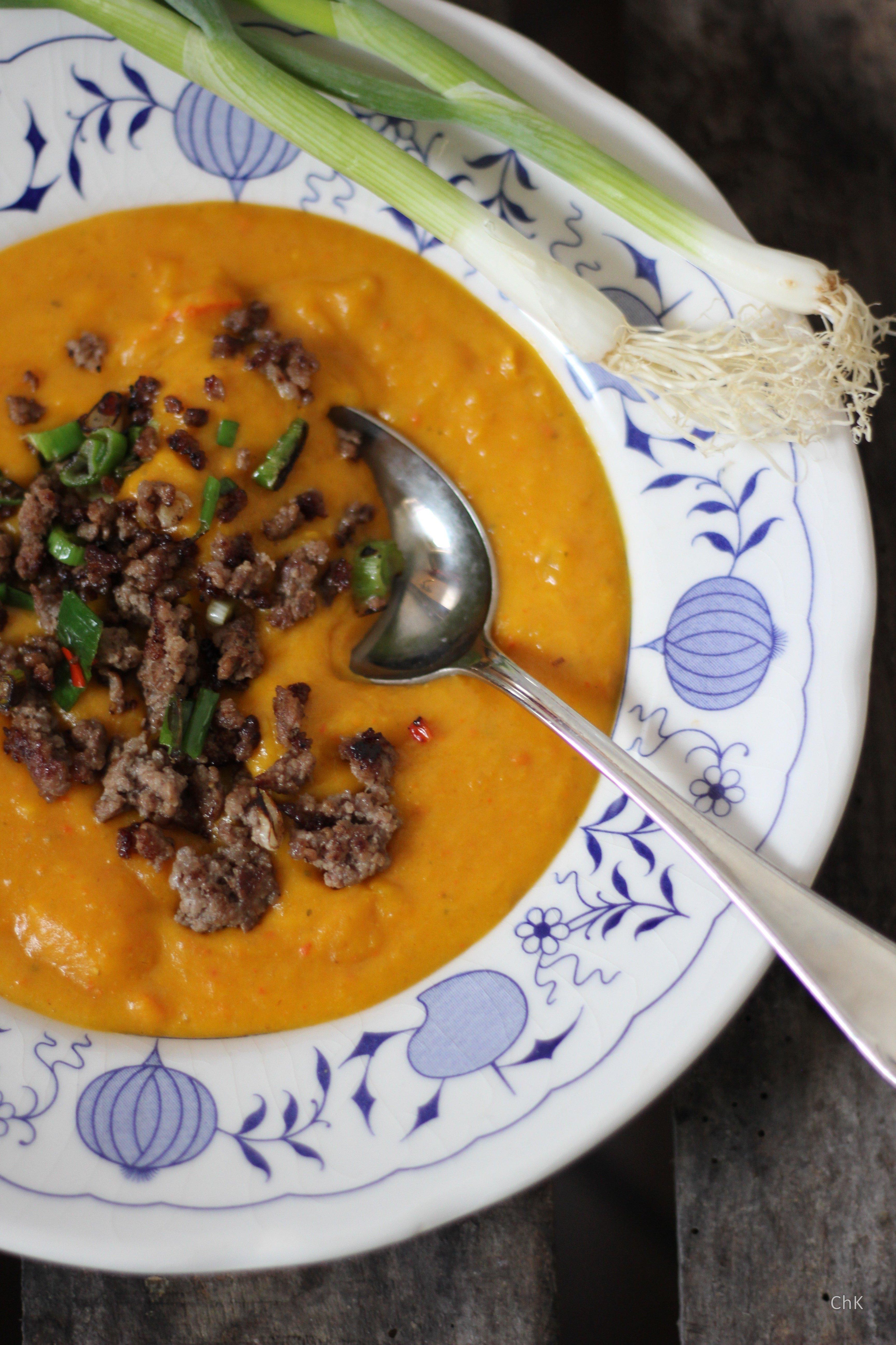 Hokkaido-Kürbissuppe, Orangen, Orangensaft, Hackfleisch, Chilli, Suppe