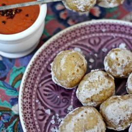 Kanarische Kartoffeln mit Salzkruste mit Mojo rojo – Tapas-Ideen für einen spanischen Abend