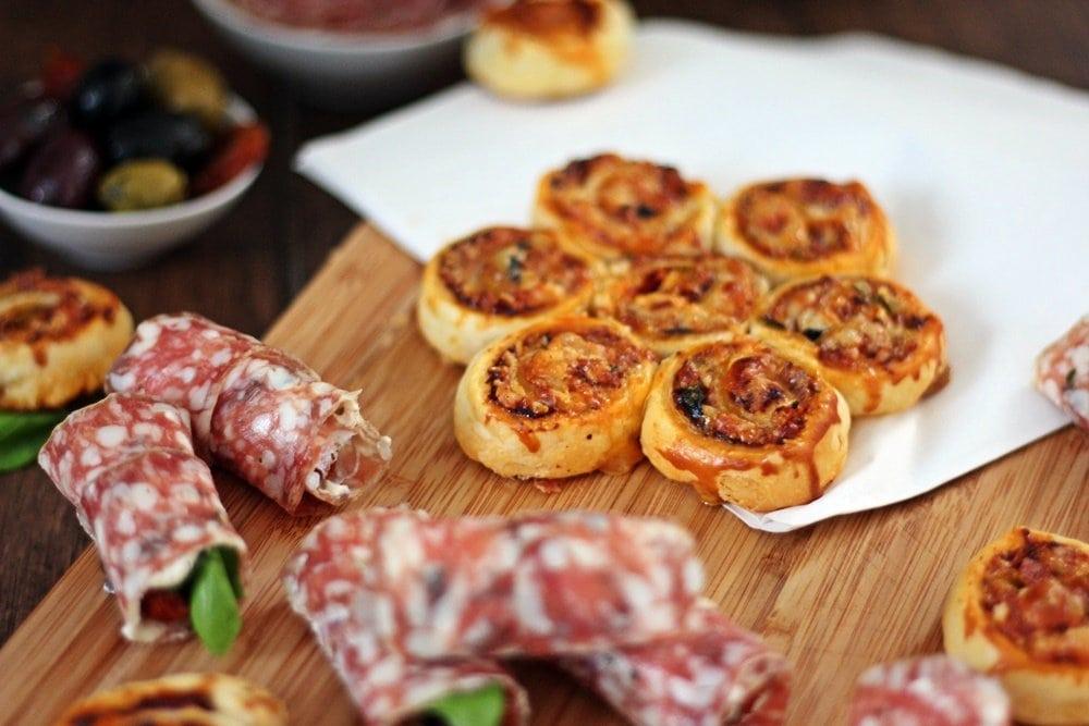 Pikante Salami Snacks, Ringsalami Blätterteig Schnecken, lecker