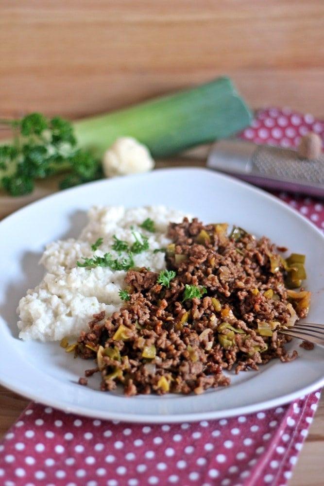 Blumenkohlpüree mit Hackfleisch, Low-Carb-Gericht, Rezept