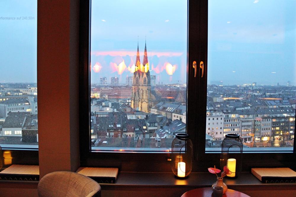 Blick auf Düsseldorf von Lounge in me and all hotel düsseldorf