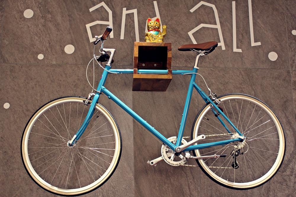 Fahrrad in Lobby im me and all hotel düsseldorf