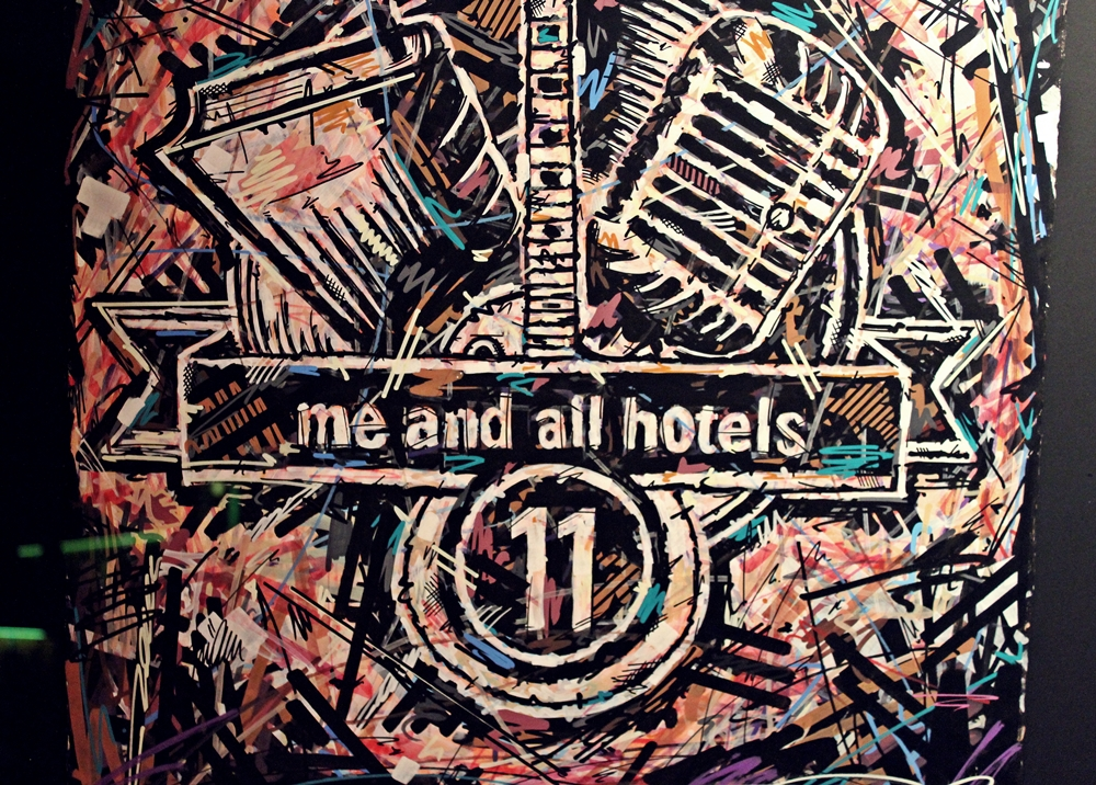Bild mit Logo me and all hotel düsseldorf
