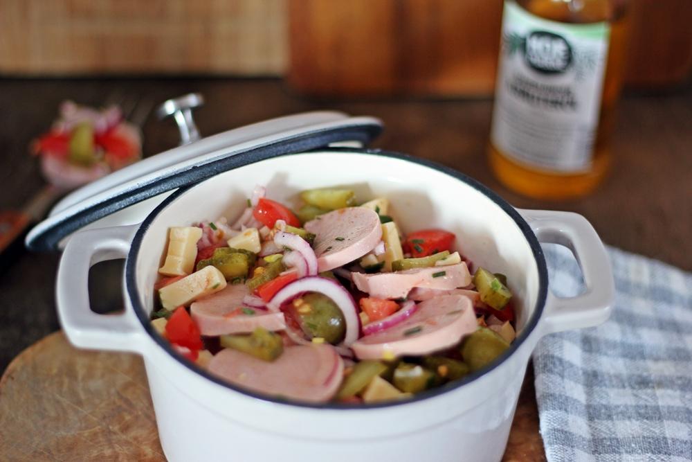 Sauerlaender Wurstsalat mit Sauerlaender Kraeuteroel