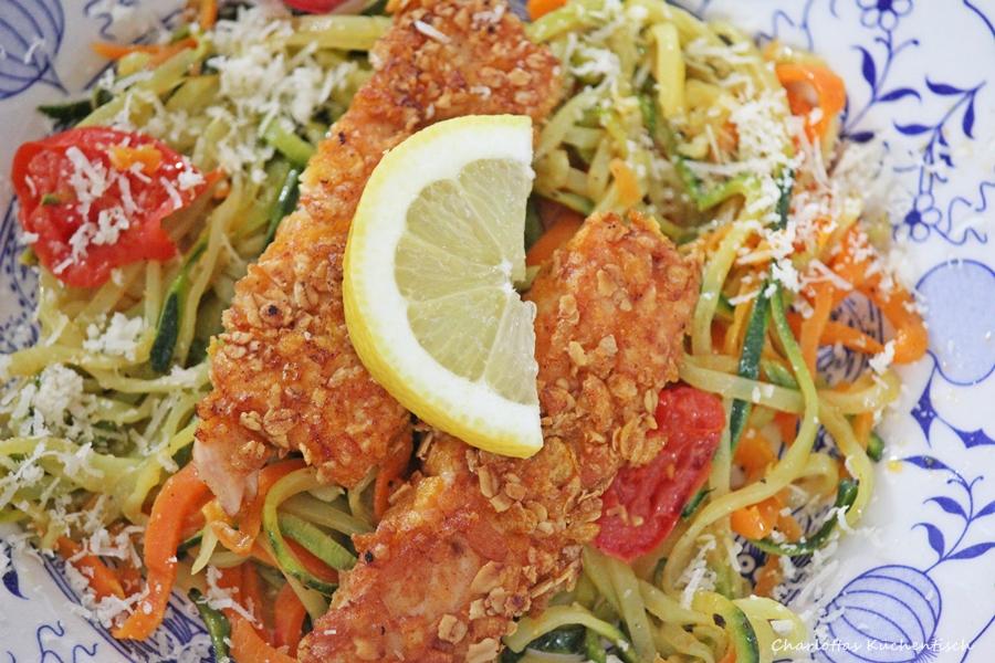 Lachsstäbchen mit Gemüsespagetthi