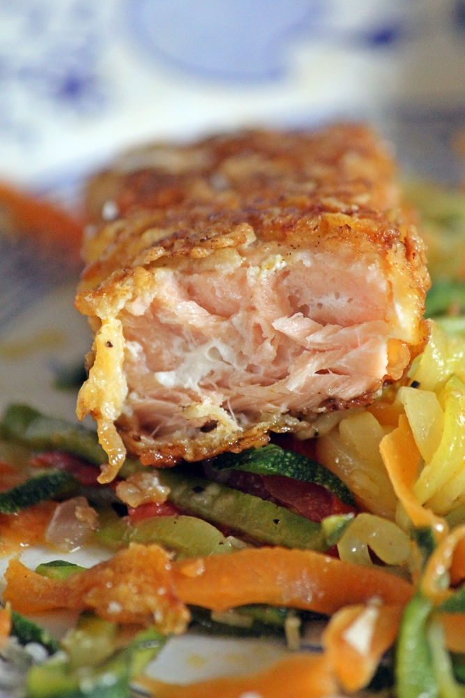 Lachsstäbchen mit Gemüsespaghetti